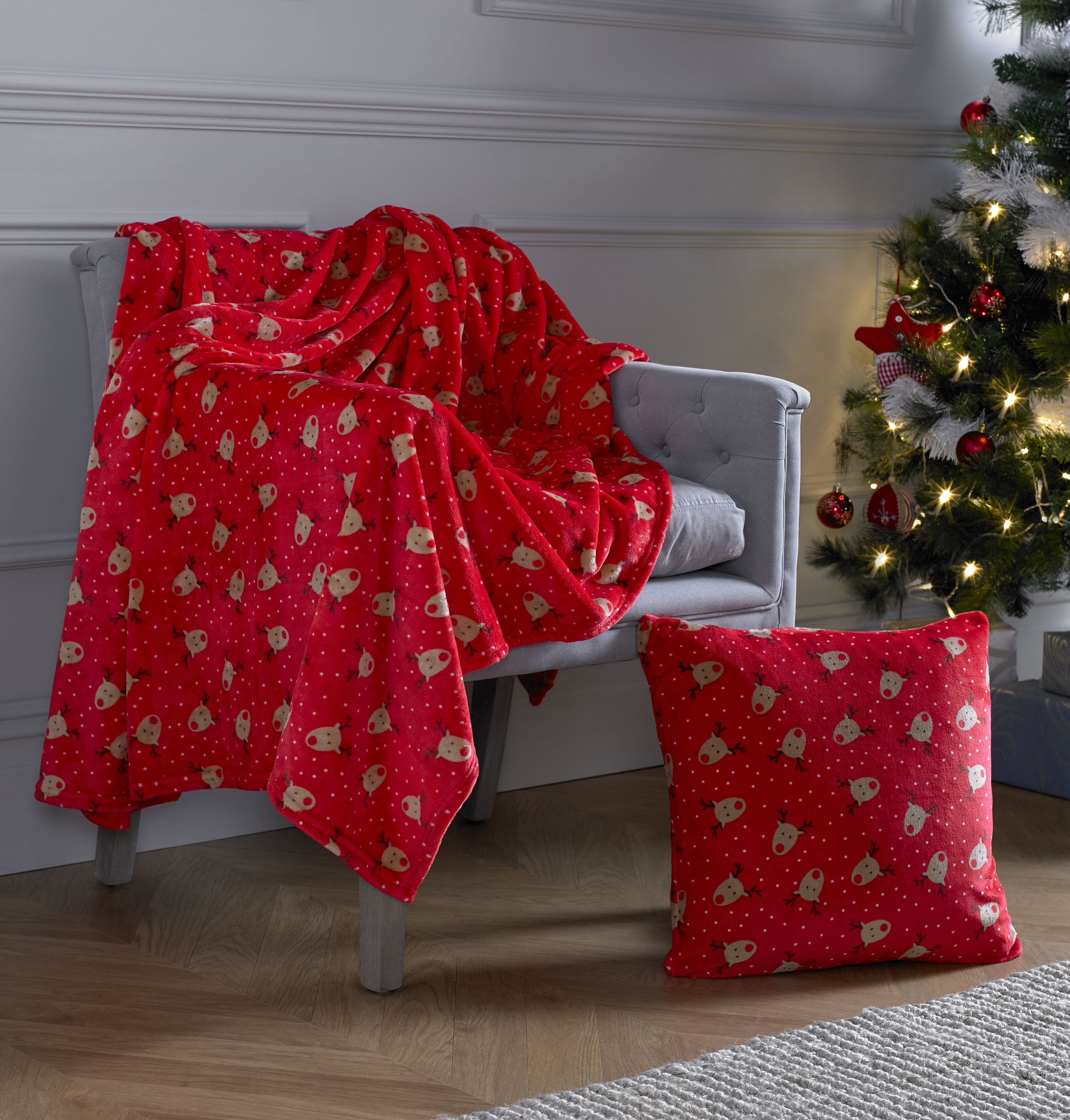 Throwing A Christmas Party At Home: Curtains At Home