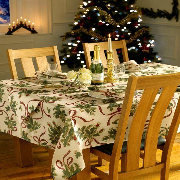 Holly Cream Tablecloth